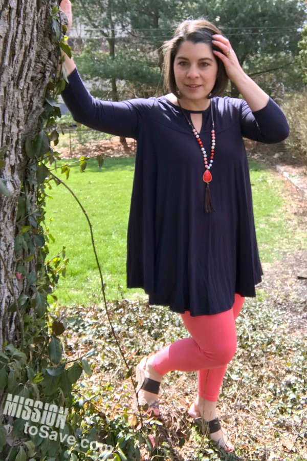 This tunic and leggings paring is perfect! The swing tunic flutters in the spring breeze. And the navy blue and coral color combination is on trend. Find the key hole tunic on Cents of Style.